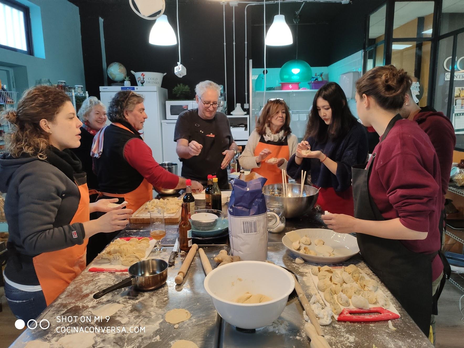 Preparando jiaozi en Madrid